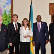 shania-bahamas-primeminister120717-4