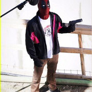ryan_reynolds_wields_a_gun_on_deadpool_2