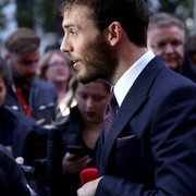 Sam_Claflin_Journey_End_European_Premiere_g_VUOJMw_QUr2x