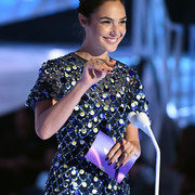 Gal_Gadot_2017_MTV_Video_Music_Awards_Fixed_vy_DVGNsec1_Hl