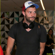 jamie_dornan_arrives_at_lax_airport_14