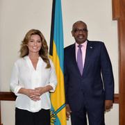 shania-bahamas-primeminister120717-3