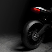 arc-shows-vector-electric-motorcycle-with-knox-smart-armor-and-hedon-hud-helmet-11