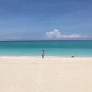 shania-bahamasbeach080818-1