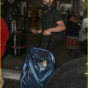 jamie_dornan_arrives_at_lax_airport_08