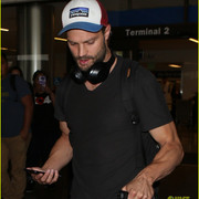 jamie_dornan_arrives_at_lax_airport_13