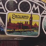 shania_nowtour_londonengland100218_guitar
