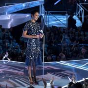 Gal_Gadot_2017_MTV_Video_Music_Awards_Fixed_Ys_C89x0_AOQgl