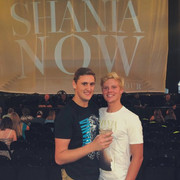 shania-nowtour-fans-merch3