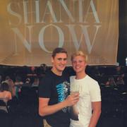 shania_nowtour_fans_merch3
